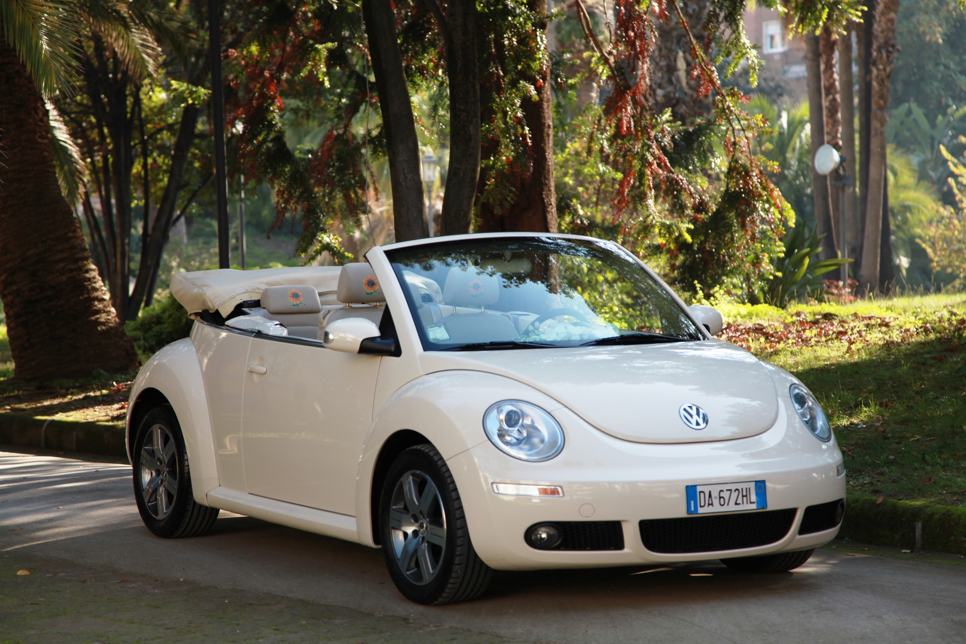 noleggio new beetle cabrio a napoli per matrimonie e cerimonie autonoleggio di franco auto per. Black Bedroom Furniture Sets. Home Design Ideas